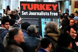 Арестът на турски журналисти продължава
