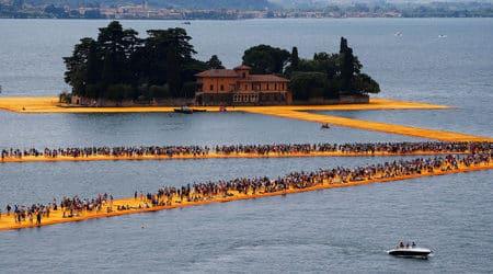 """С флашмоб и над 1.5 млн. посетители приключиха """"Плаващите кейове"""" на Кристо"""