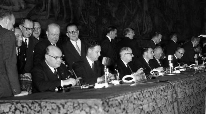 Eawatchf AP I   ITA APHS EUROPEAN COMMON MARKET SIGNING 1957